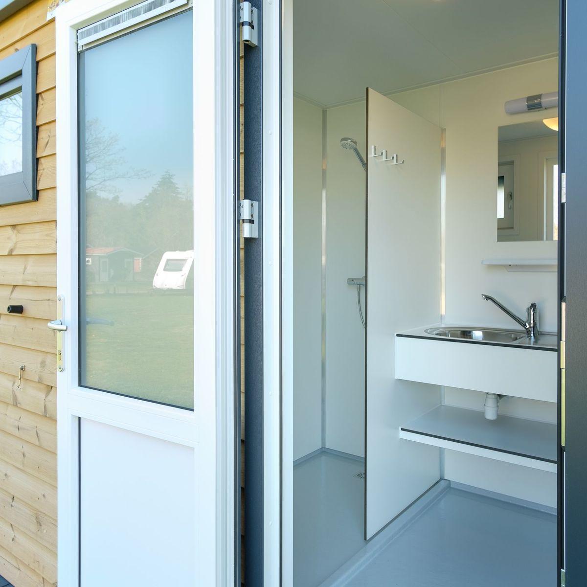 Kampeerplaats met privé sanitair (huisdieren welkom)