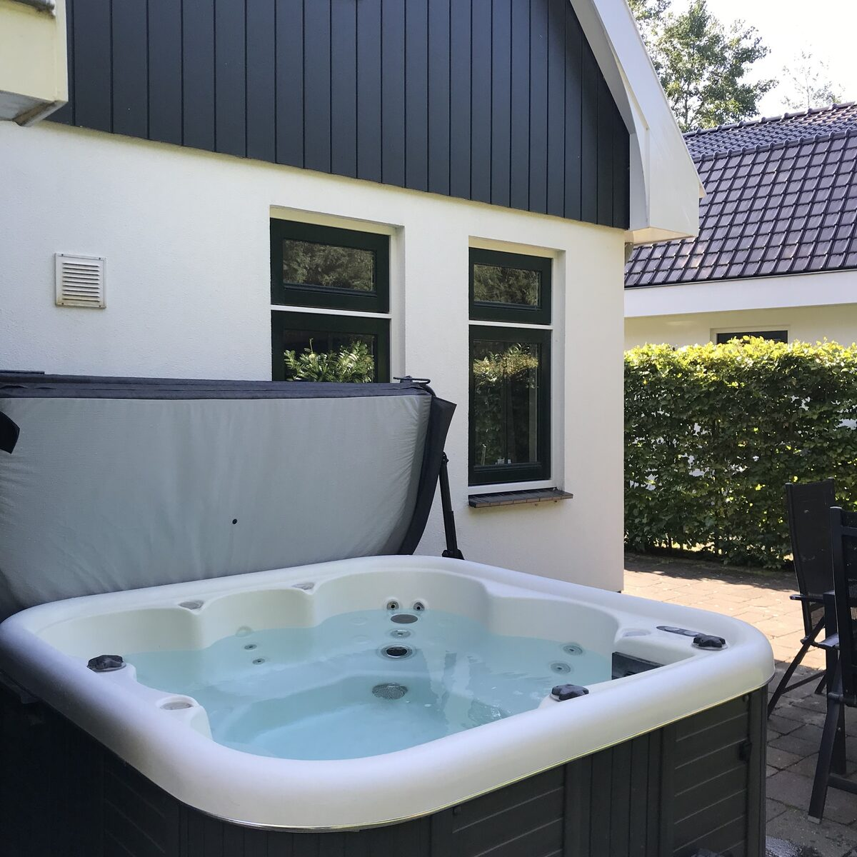 Koningshoeve Jacuzzi 4 people
