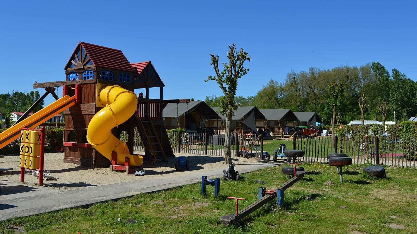 Camping 't Geuldal | Luxe Sanitair XL 6 Pers.