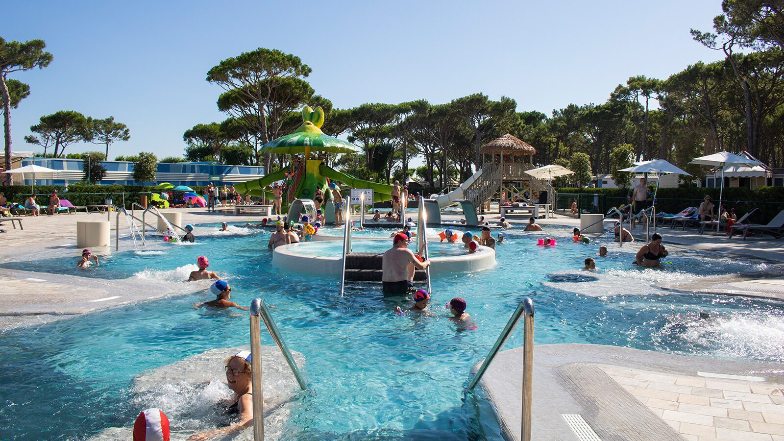 Camping village Cavallino | Luxe avec sanitaires 5 pers.