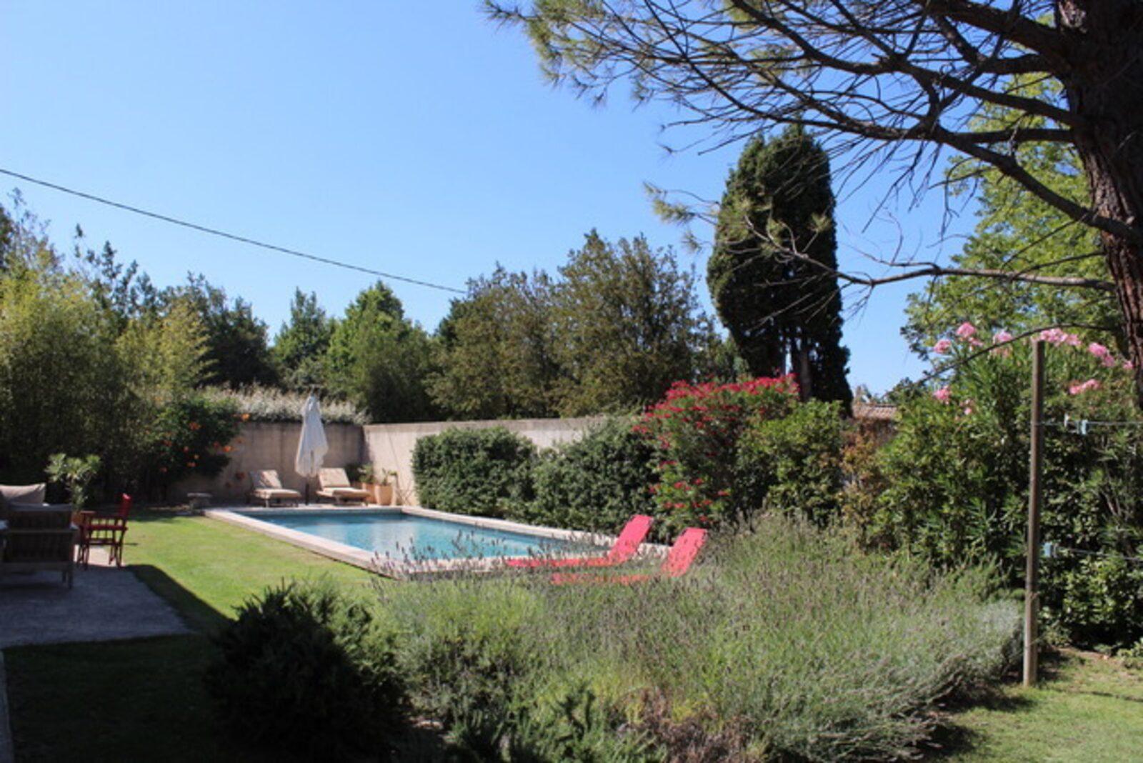 Villa Lechat - sfeervol ingerichte oude mas met privézwembad op loopafstand van het dorp