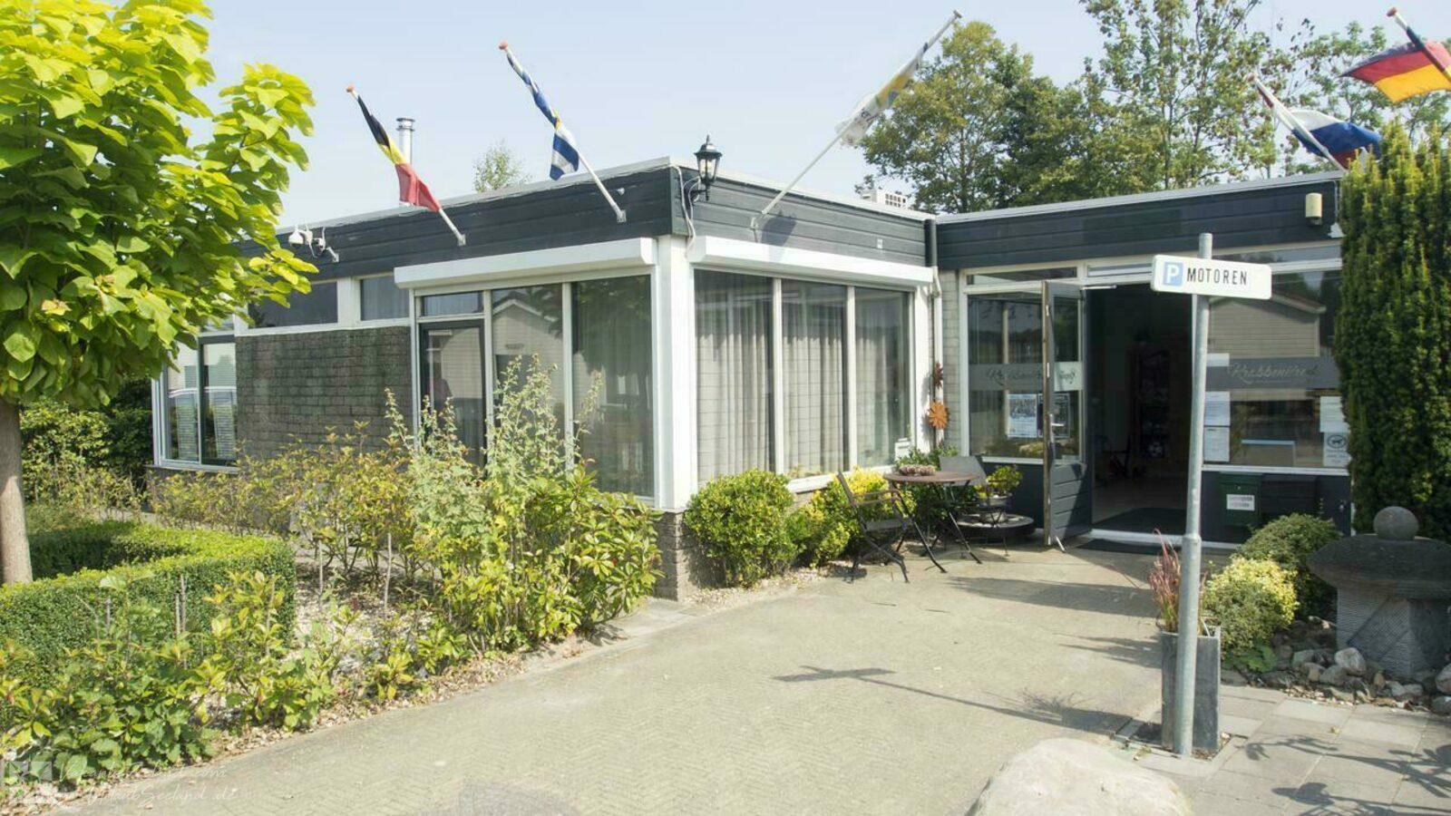 VZ579 Chalet in Sint-Annaland