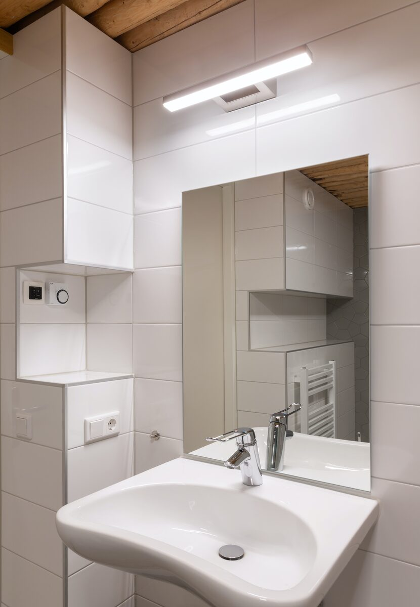 * 6-persoons eco, extra grote woonkamer (helft van twee-onder-een-kap)
