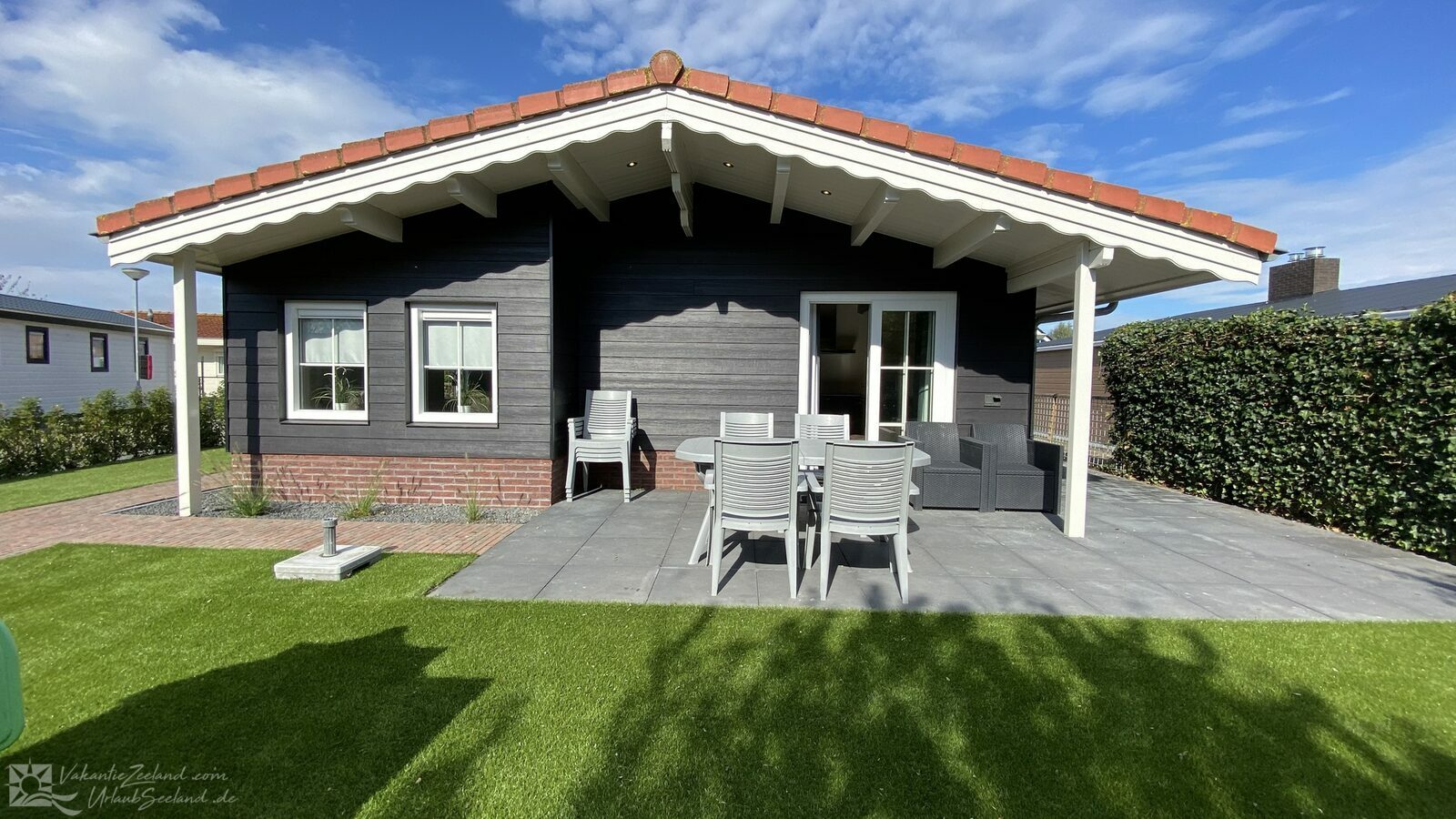 VZ866 Holiday chalet in Sint Annaland