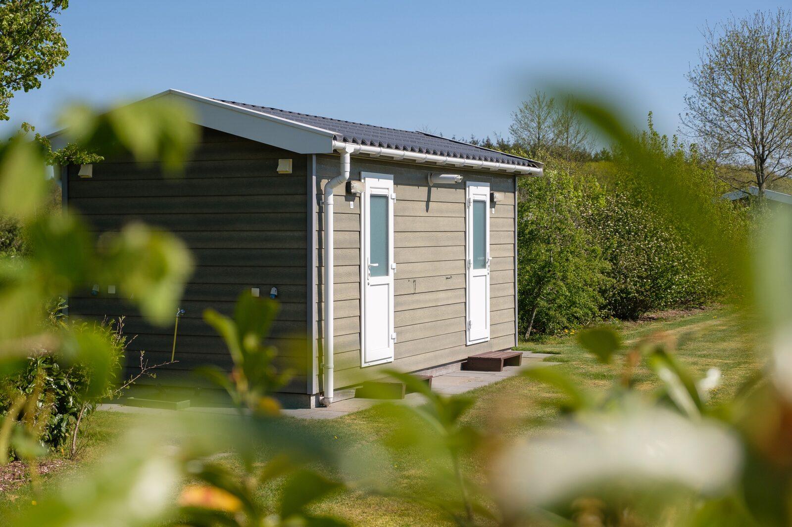 September - comfort kampeerplaats met privé sanitair