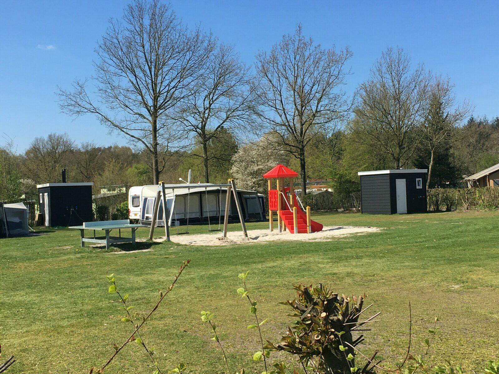 Comfort kampeerplaats met prive sanitair