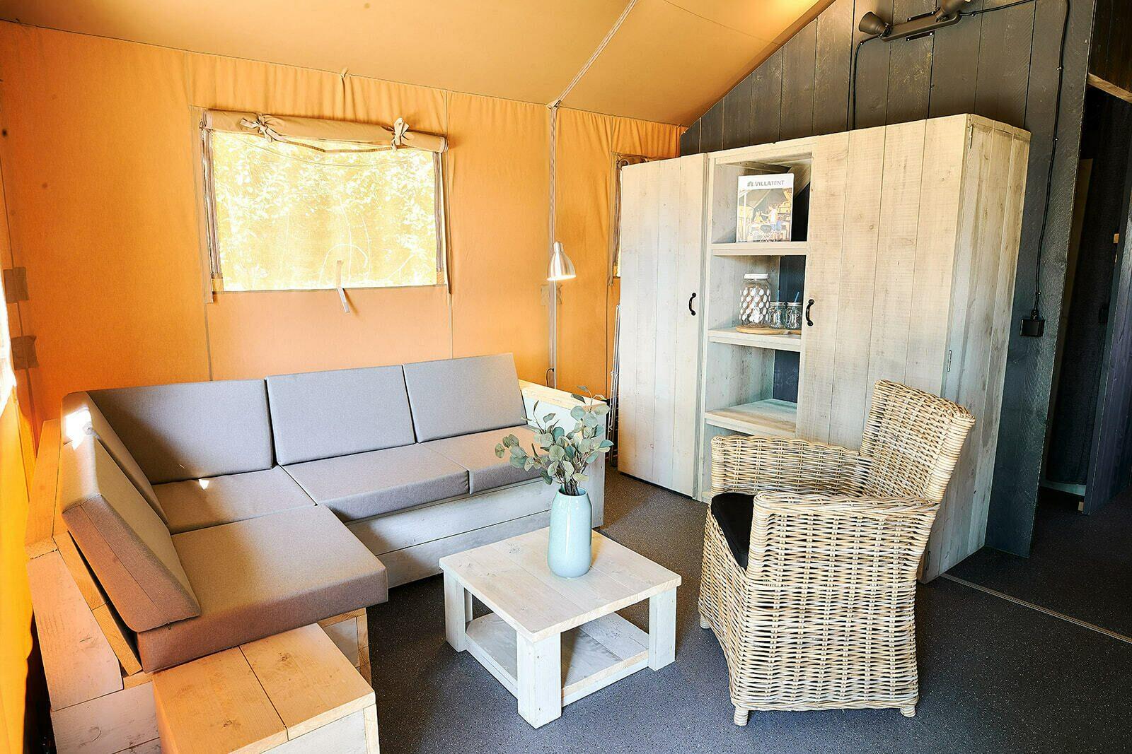 Camping Betuwe |  Villatent XL met sanitair | 4 tot 6 pers.