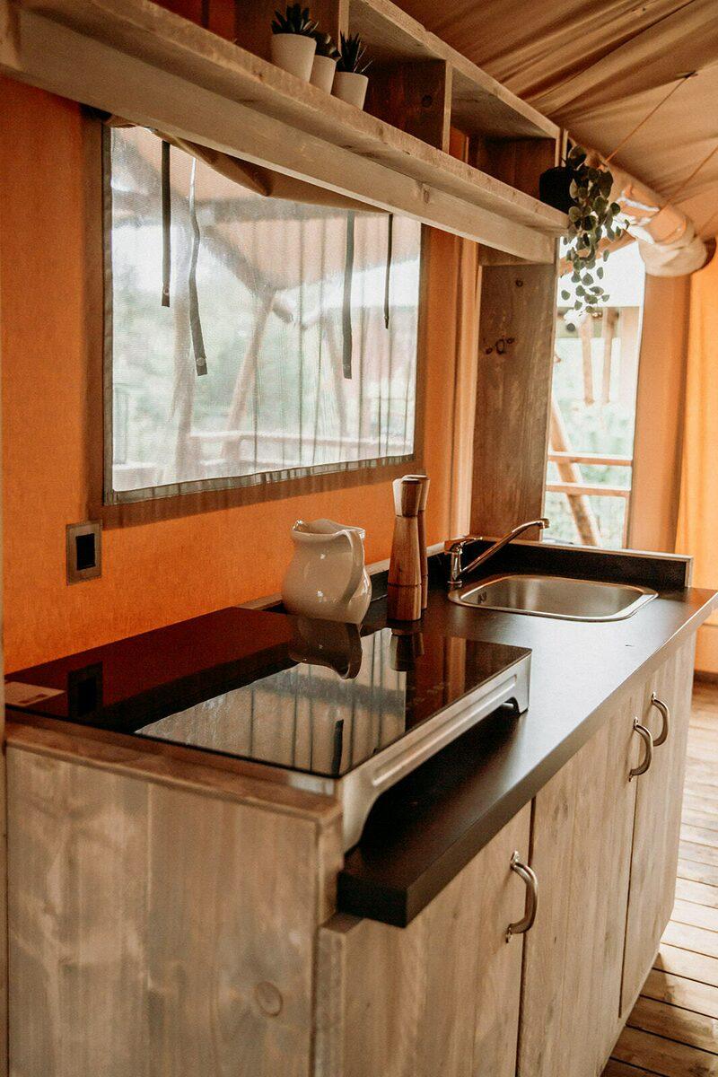 Safaritent met privé sanitair ~ met weids uitzicht