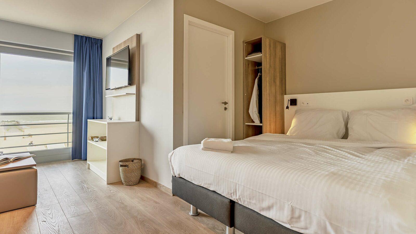 Comfort Suite - 4p | Chambre à coucher - Coin couchage | Balcon - Vue sur mer