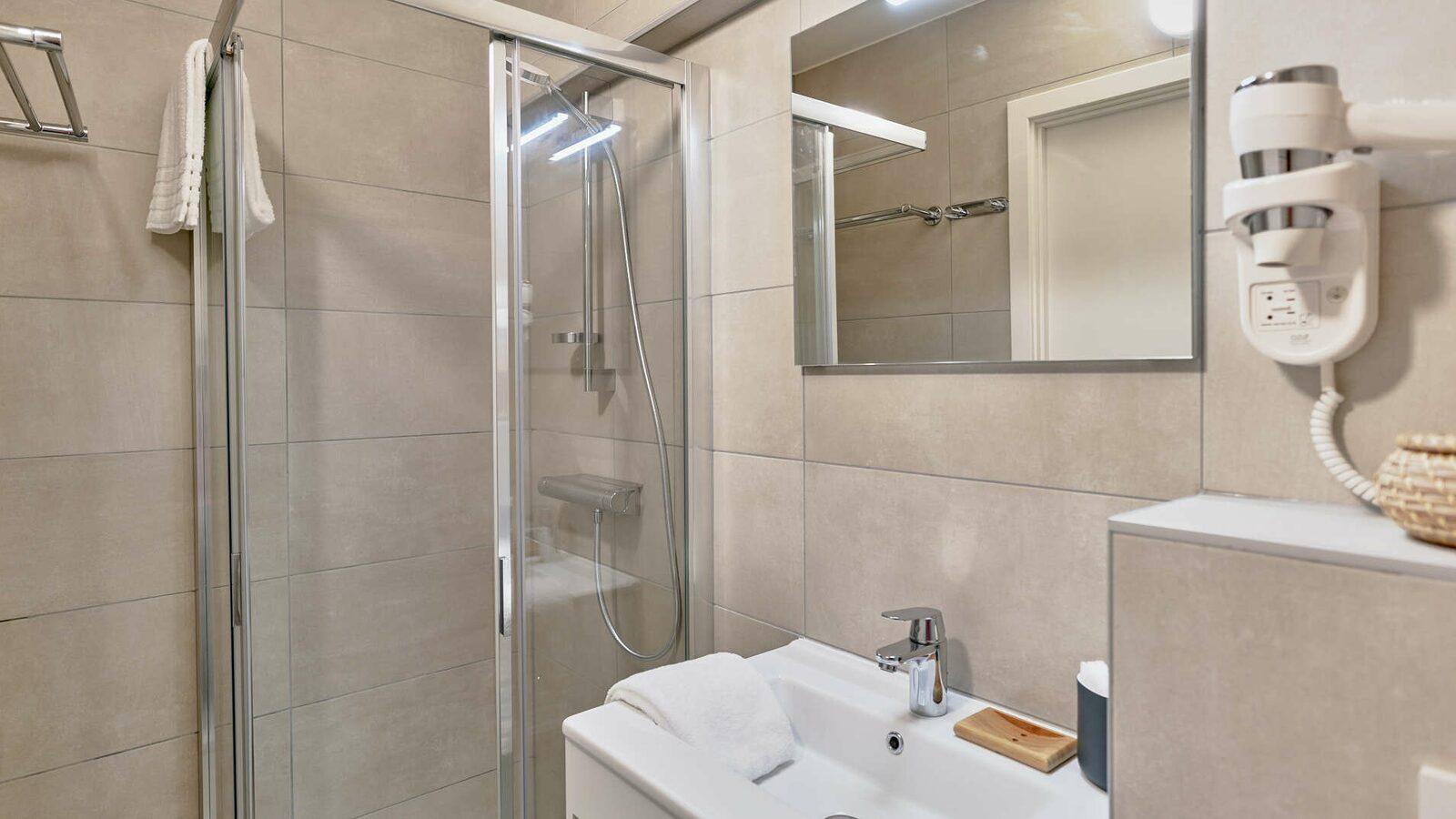 Comfort Suite - 6p | Chambre à coucher - Coin couchage - Canapé-lit | Balcon - Vue sur mer