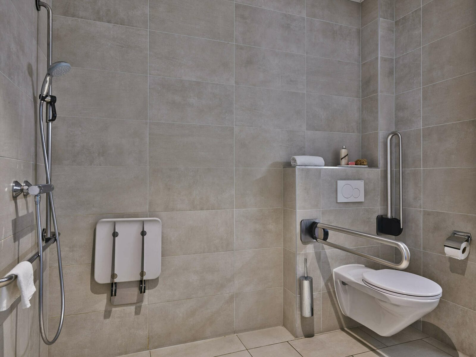 Essential Suite - 2p | Double bed - Disabled-friendly