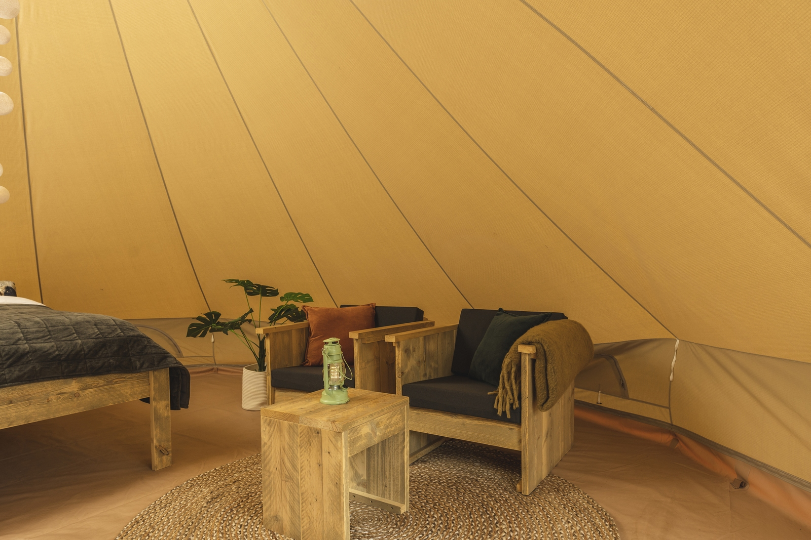 Happy harbour tent with private sanitary facilities | 2-4 pers.