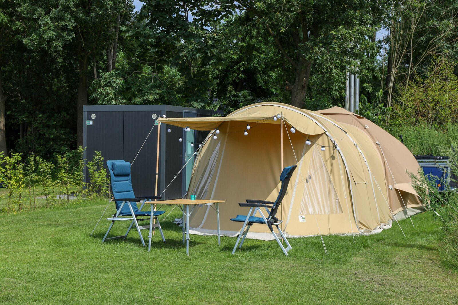 Campingplatz mit eigenem Sanitärgebäude