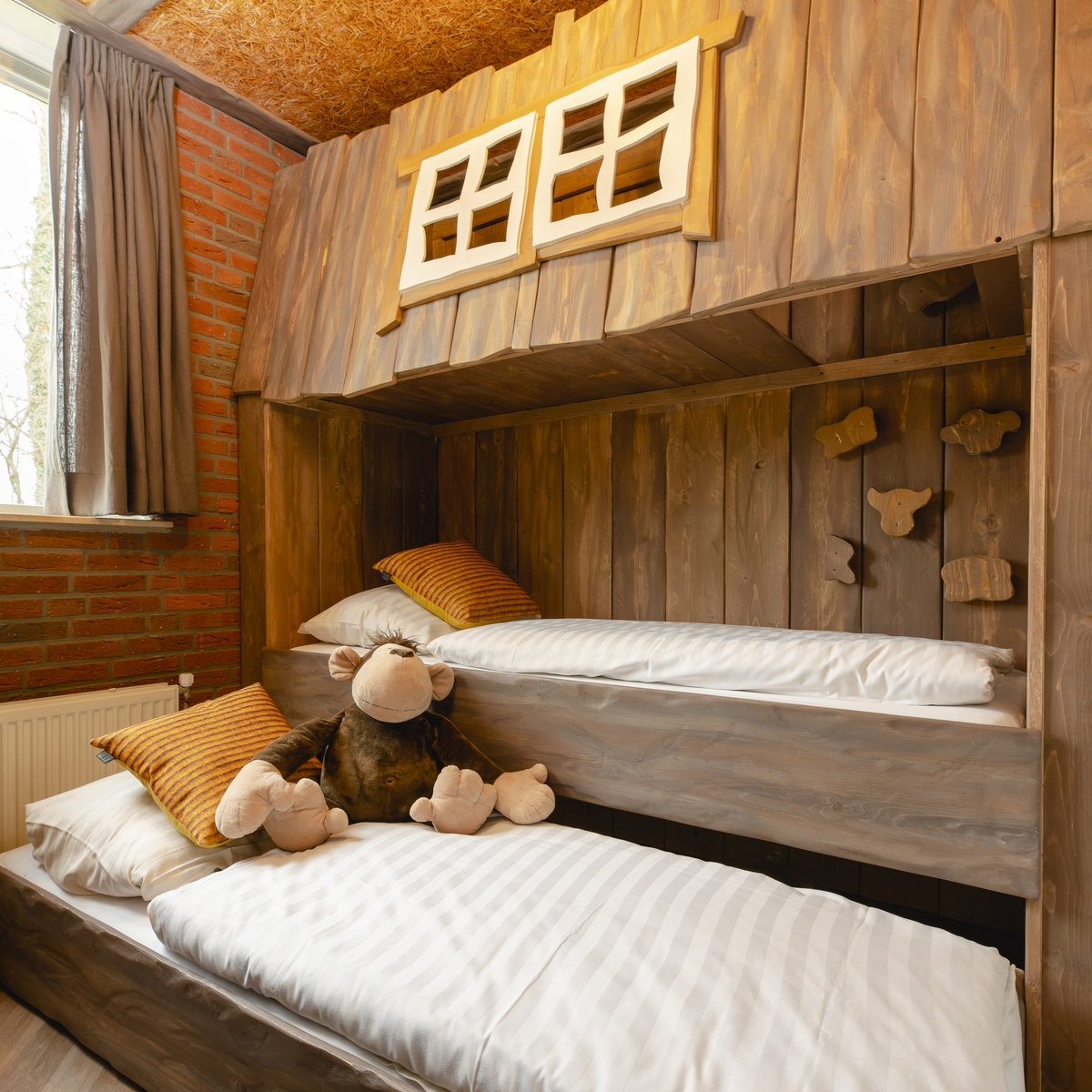 6-persons children's bungalow farm with sauna