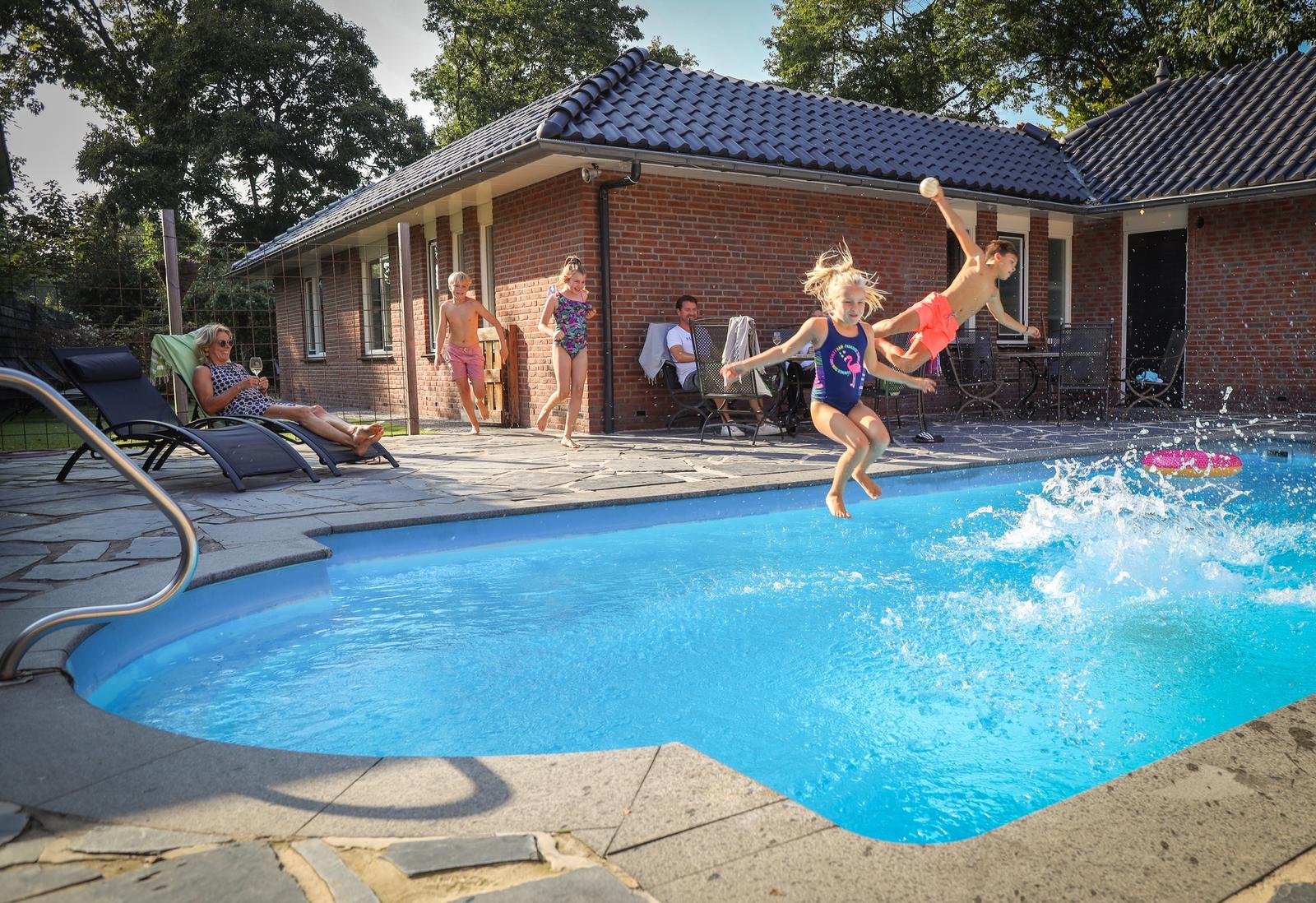 18-person spa bungalow