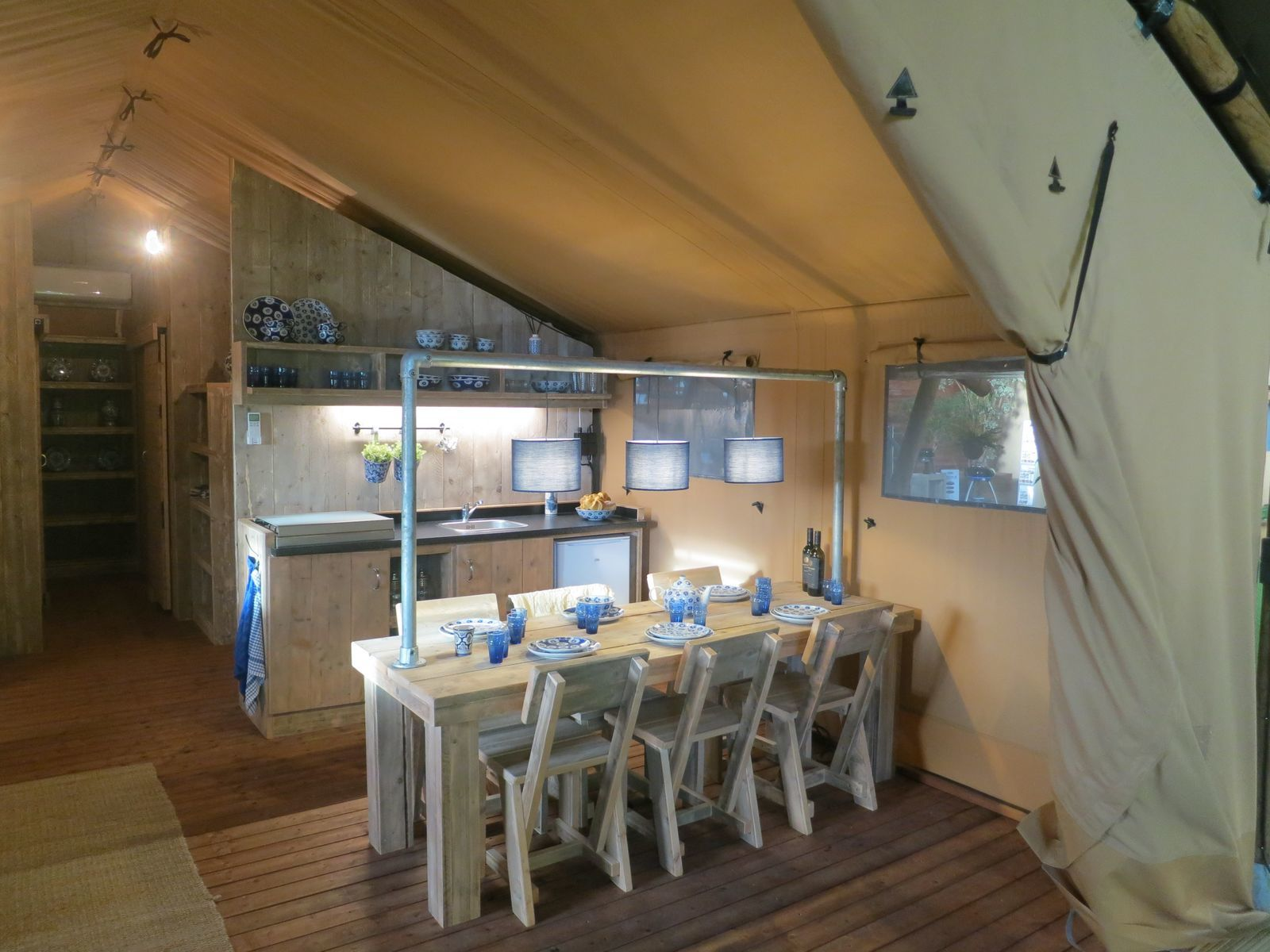 6-person glamping tent